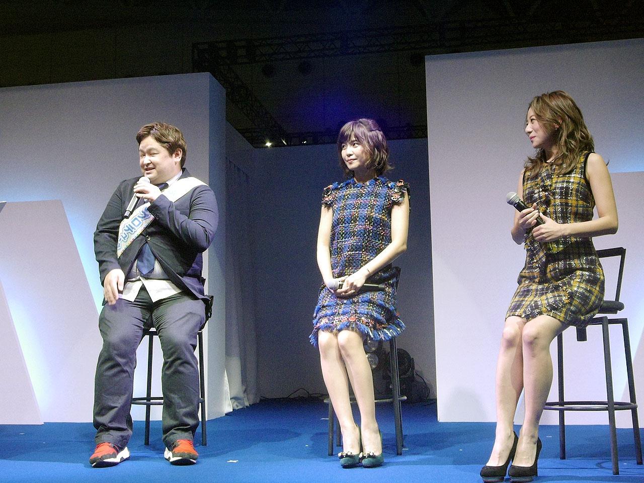 左からシリーズ総合プロデューサーの細山田水紀、「MisaChia」の宇野実彩子、同じく伊藤千晃